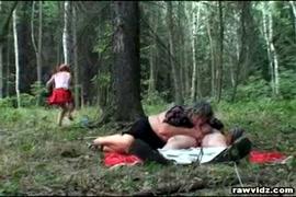 Video una chica le hace una paja a un nene