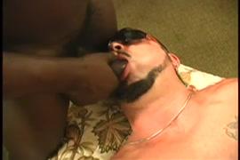 Porno gay espiando y masturbandose