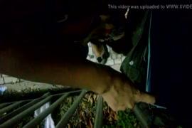 Baja video porno de mujer cogiendo con un poni