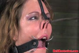 Mujer con dos vajinas teniendo sexo